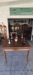 Mesa quadrada estilo chipandelle c detalhes marchetados