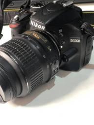 Câmera Nikon D3200 com acessórios extras