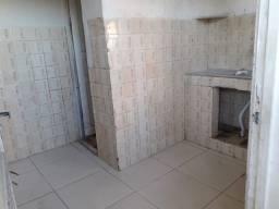 Alugo casa pequena,de um quarto, sala cozinha e banheiro
