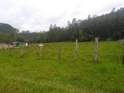 Vendo terreno de 900m2 a 50 metros do asfalto em Limo Verde