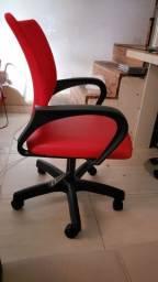 Vendo cadeira semi nova com regulagem de altura