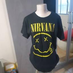 Blusa preta nirvana