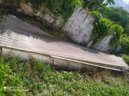 Arco de ferro e telhas de policarbonato