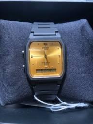 Relógio casio 5156 preto e dourado