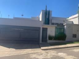Casa Maravilhosa, moderna e super bem localizada !!!