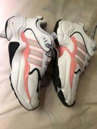 Tênis Adidas Magmur Runner