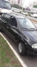 Vendo ou troco por ágio de carro mais novo qe de pra trabalhar de uber - 2002