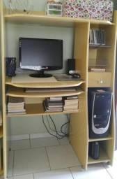 Computador e escrivaninha