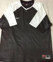 Camiseta Esporte NIKE - Tamanho G a35808cb915e1