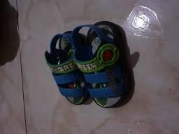 Sandália infantil azul e verde