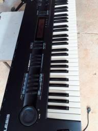 Vendo ou troco este teclados quadrasynth pluspiano