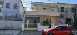 Casa no Centro com 02 pavimentos.