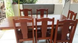 Vendo Meza de madeira maciça com 6 cadeira em ótimo estado