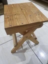 Banquinho dobrável de madeira