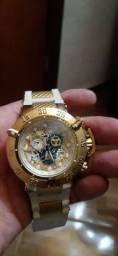Vendo relógio invicta  300 reis pra sair logo