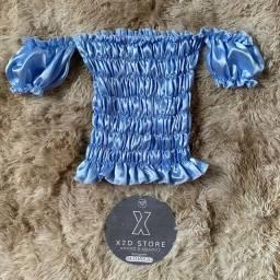 Blusa azul de cetim