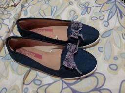 Sandália e sapato e sapatilha