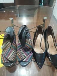 02 Pares de Sapatos
