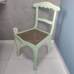 Cadeira de madeira patinada