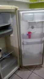 Vendo essa geladeira funcionando perfeitamente  300 reais