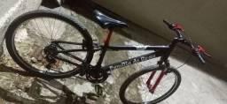 Linda bicicleta no precinho.