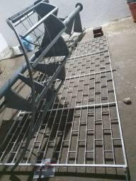 Grade e escada de ferro