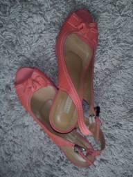 2 sandálias 37 por R$40,00