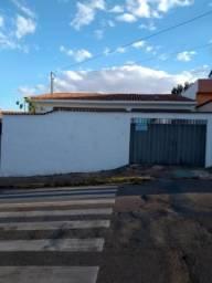 Casa para alugar com 3 dormitórios em Jardim mont serrat, Varginha cod:635