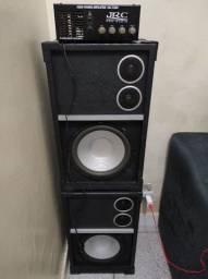 Caixa de som e amplificador festinha