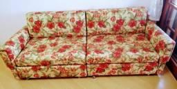 Sofá cama de casal com estofamento colorido