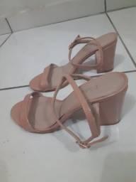 Sandália de salto grosso