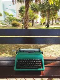 O. Studio 45 na cor verde e com fita Maquina de escrever antiga - antiguidade