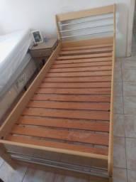 Vendo ou troco cama de madeira de solteiro