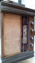 Rádio valvulado Standard antigo