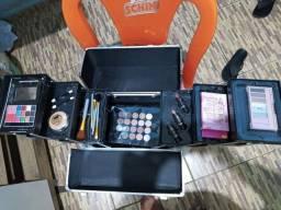 - Vendo Maleta De Maquiagem Com Kits Dentro