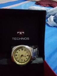 Relógio technos semi-novo!
