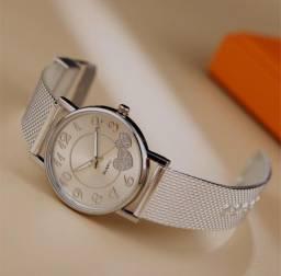 Relógio lindo, barato e funcionando. Perfeito pro seu bolso e estilo