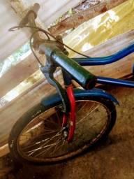 Bicicleta antiga marca Monark