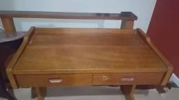 Mesa de madeira, para estudo
