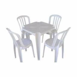 Conjunto de Mesa e 4 Cadeiras Plásticas Goyana - 182Kg