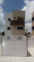 Apartamento no Cristo com 02 quartos, varanda, pronto para morar, excelente localização.