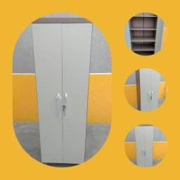 Armário prateleira com portas e chave