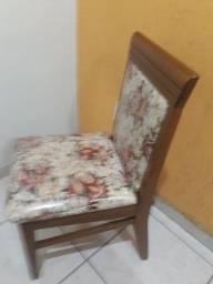 Jogo de mesa 6 cadeiras, em Madeira maciça