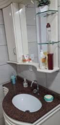 Balcão de banheiro com espelho