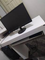 Computador, windows 10,CORE  i3 4gb RAM, 1T de memória. Com a mesa.
