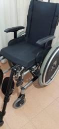 Cadeira de rodas Ortobrás semi nova e pouco usada