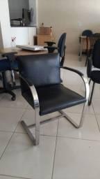 Cadeira Interlocutor  Couro Ecológico base fixa cromada.