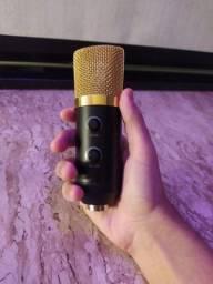 Microfone sem marca com excelente resolução de som.