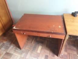 Vendo 2 mesas de madeira