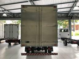 Caminhão baú carga